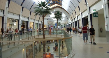 Imposta sulla pubblicità: vi è soggetto il messaggio pubblicitario esposto all'interno di un centro commerciale