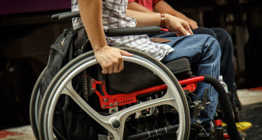 Contrassegni auto disabili: il Ministro Delrio invita i Comuni a vigilare sull'adeguamento al modello europeo