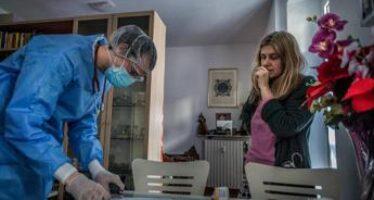 "Covid, Ema: ""In sviluppo cure antivirali in pillola da usare a casa"""