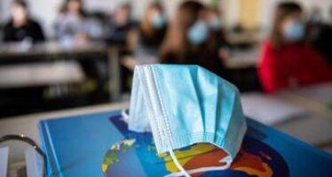"Scuola, Andreoni: ""Bene test salivari ma tenere mascherina"""