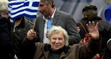 Morto Mikis Theodorakis, autore del sirtaki di 'Zorba il greco' aveva 96 anni