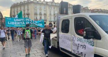 No Green pass di nuovo in piazza a Torino