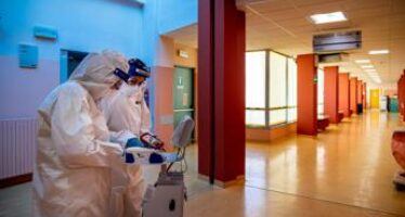 Covid oggi Lombardia, 295 contagi e 6 morti: 45 casi a Milano