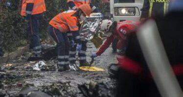 """Aereo caduto a Milano, pm: """"Impatto molto violento, recupero salme difficile"""""""