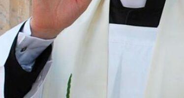 Avellino, atti sessuali su 13enne: arrestato sacerdote