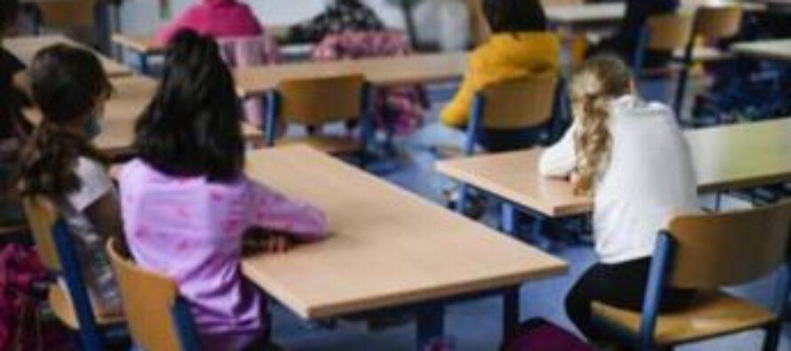 """Covid, """"bambini si infettano meno a scuola che a casa"""": studio italiano"""